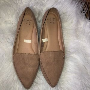 Beige pointy toe flats